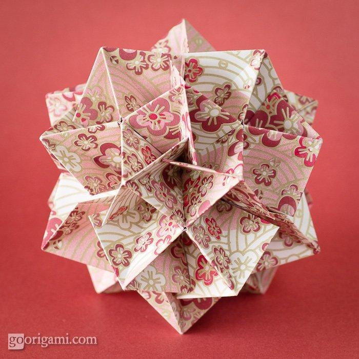 Chinese Primrose Kusudama (Frosty Sakura) by Tomoko Fuse