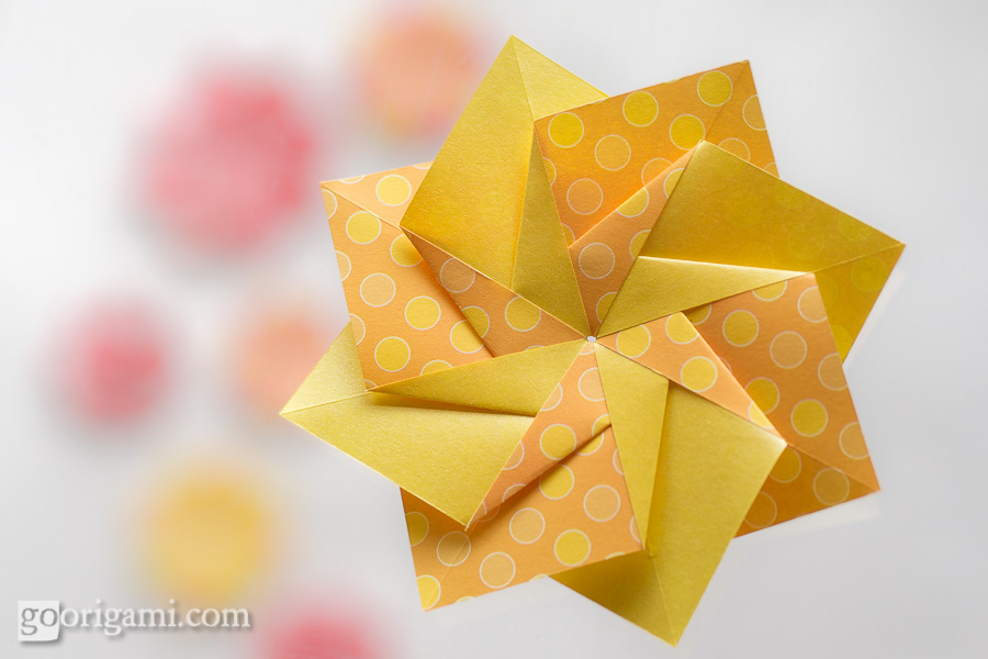 Origami Modular Star http://goorigami.com/origami-paper/origami-paper