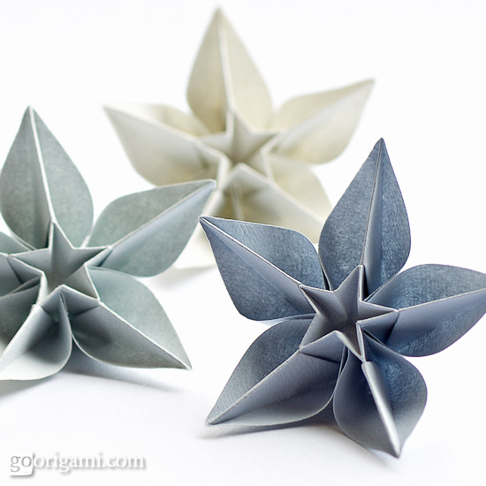 How to make easy origami flowers | All Crafters Great and Small | 550x550